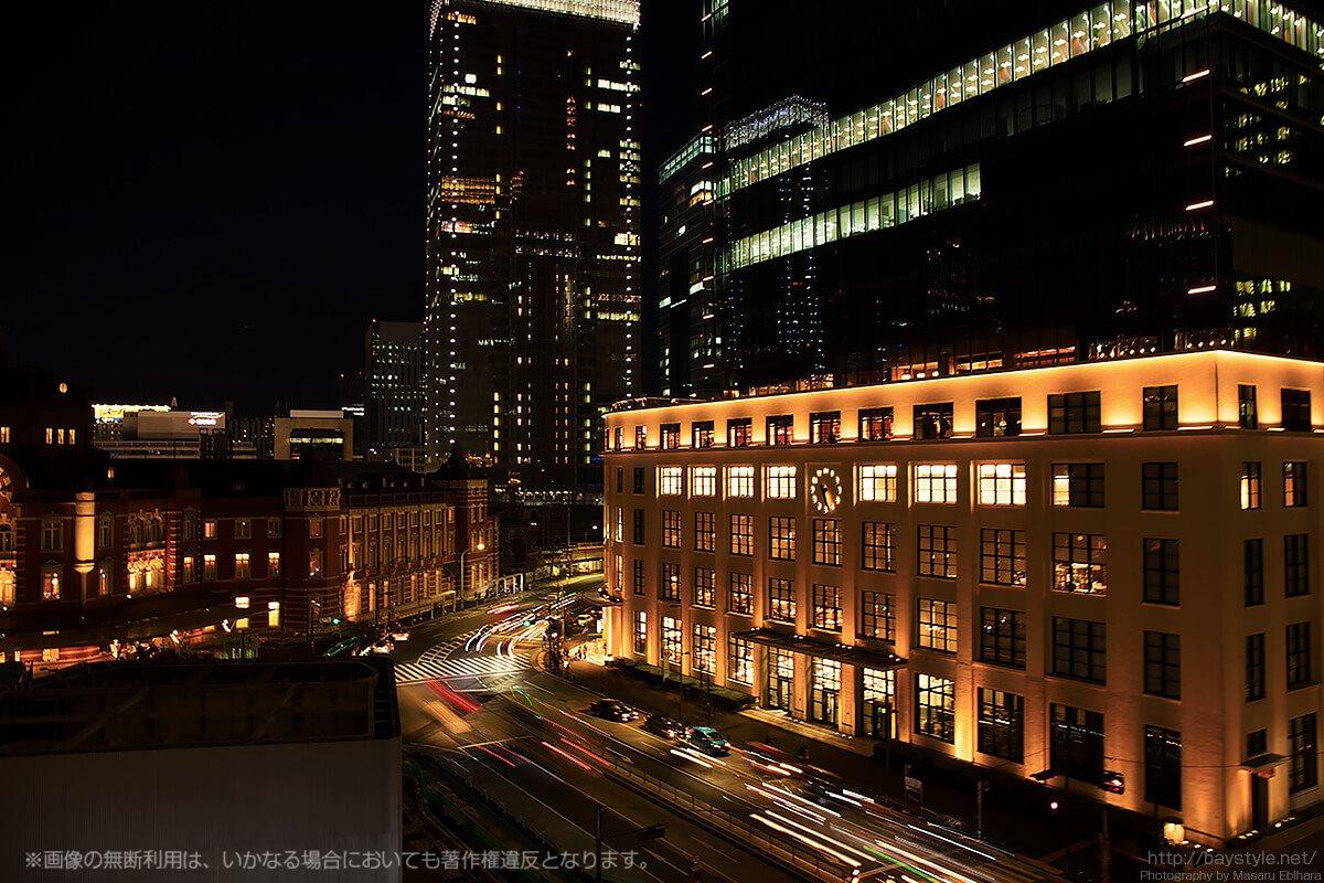 新丸ビル5階テラスから見るライトアップされたKITTE
