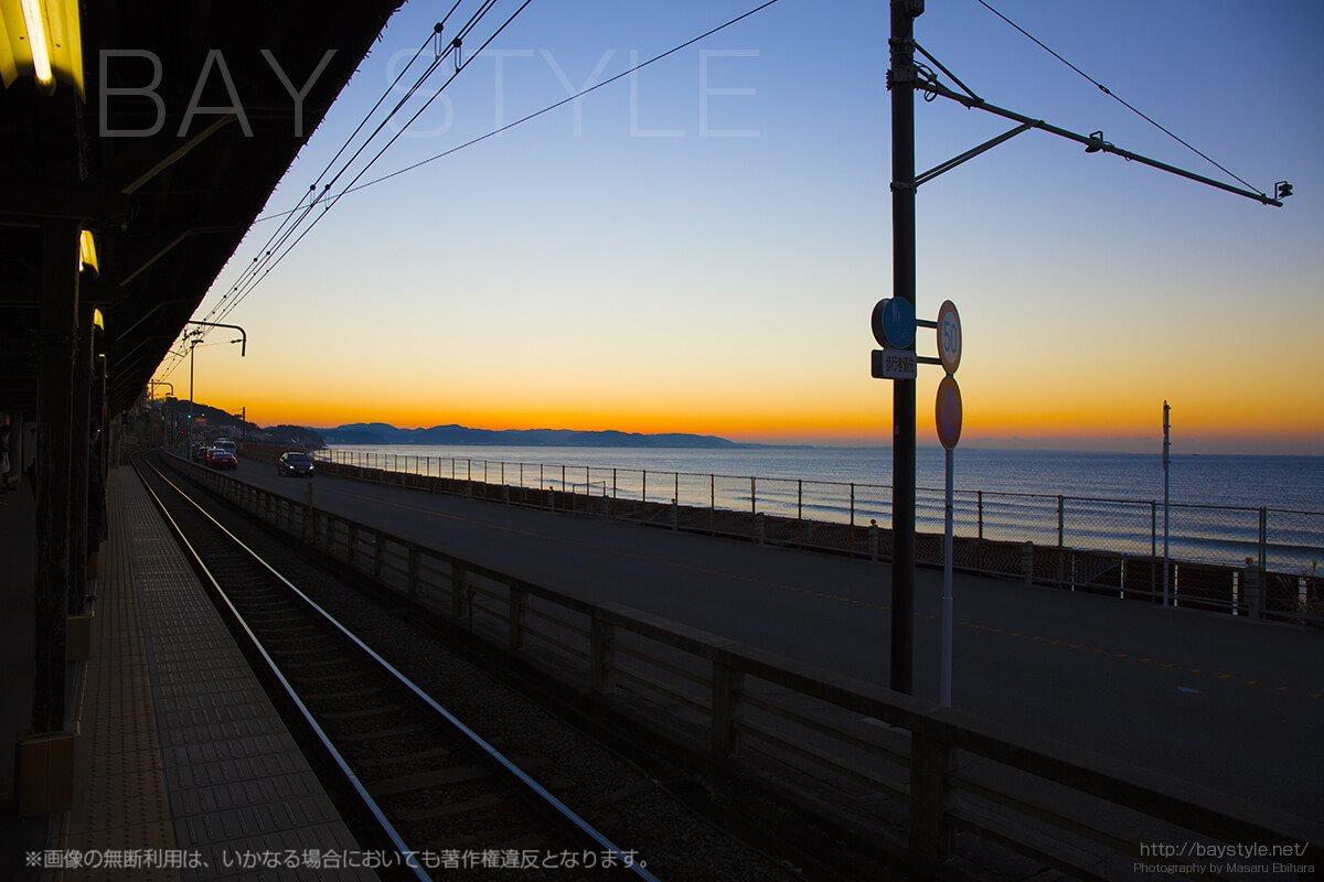 江ノ電鎌倉高校前で体験できるブルアワーは涙がこぼれるほど美しい!