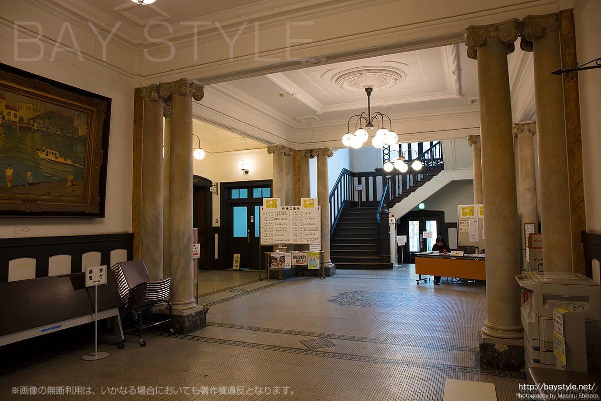 横浜市開港記念会館1階受付の様子
