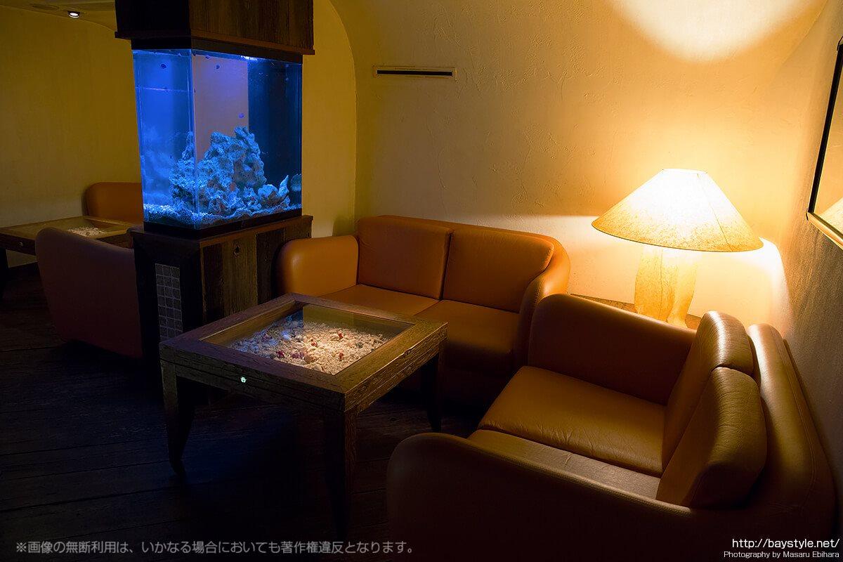 Deep Blue Yokohama(ディープブルー横浜)4人掛けソファー席