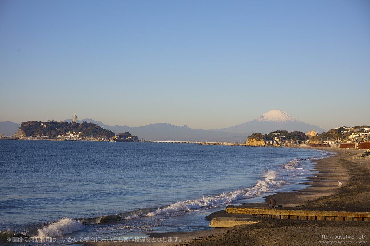 七里ヶ浜から望む江ノ島と富士山