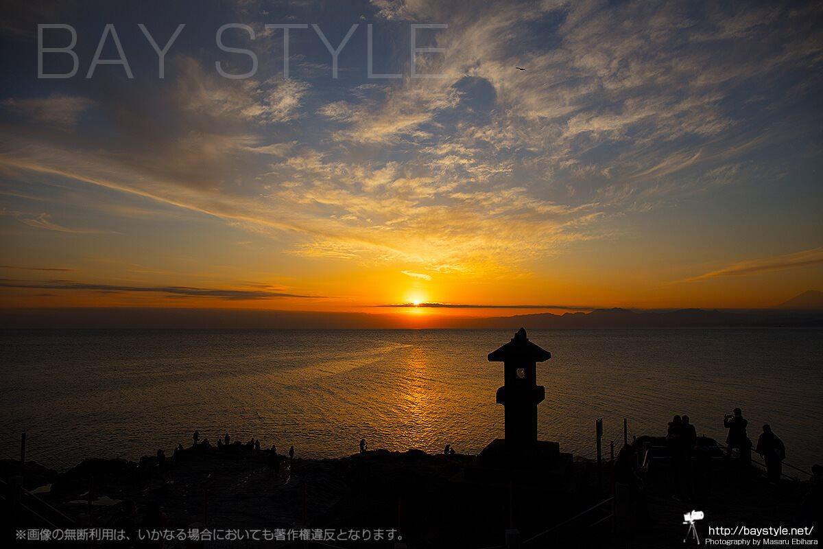 江ノ島岩屋展望デッキからの夕日