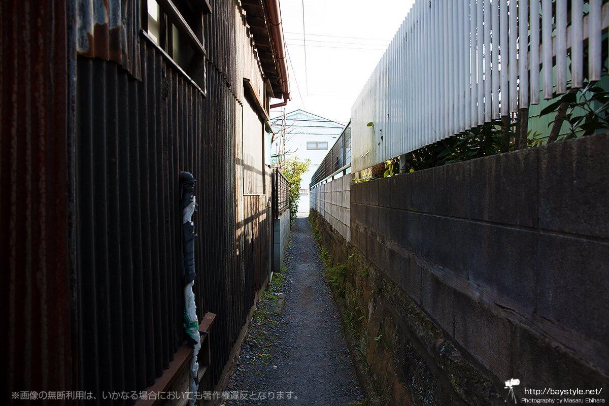 和田塚駅に向かう通り(和田塚駅側から撮影)