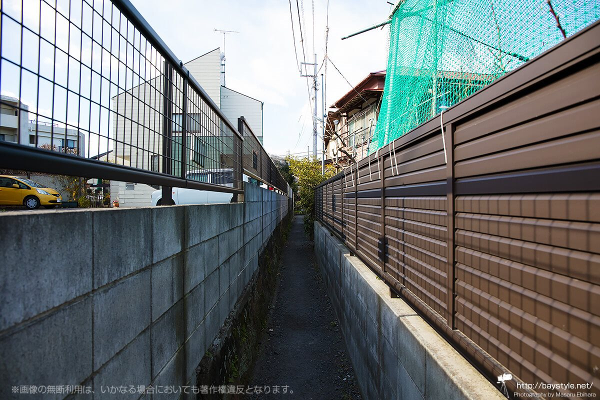 和田塚駅に向かう通り(和田塚駅側と反対側の通りから撮影)