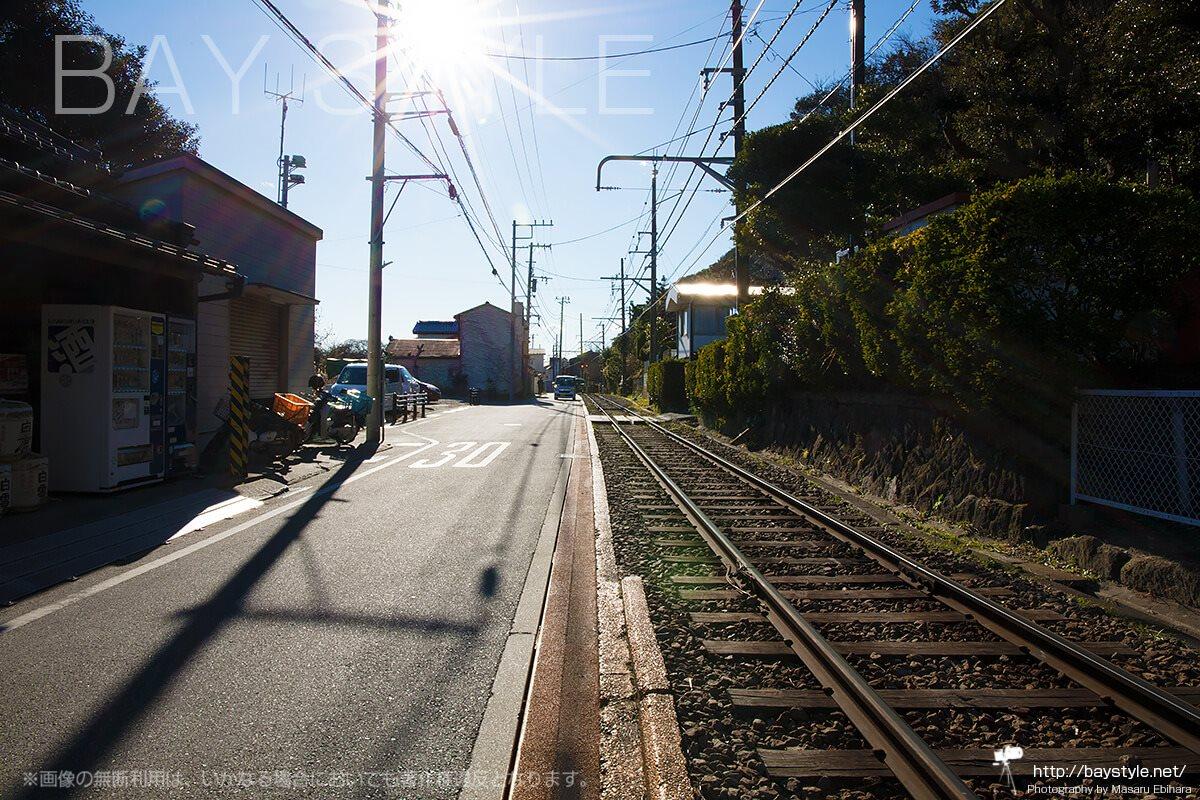極楽寺駅から稲村ケ崎駅へと向かう区間の線路
