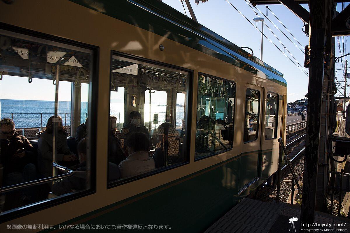 発車した瞬間の江ノ電