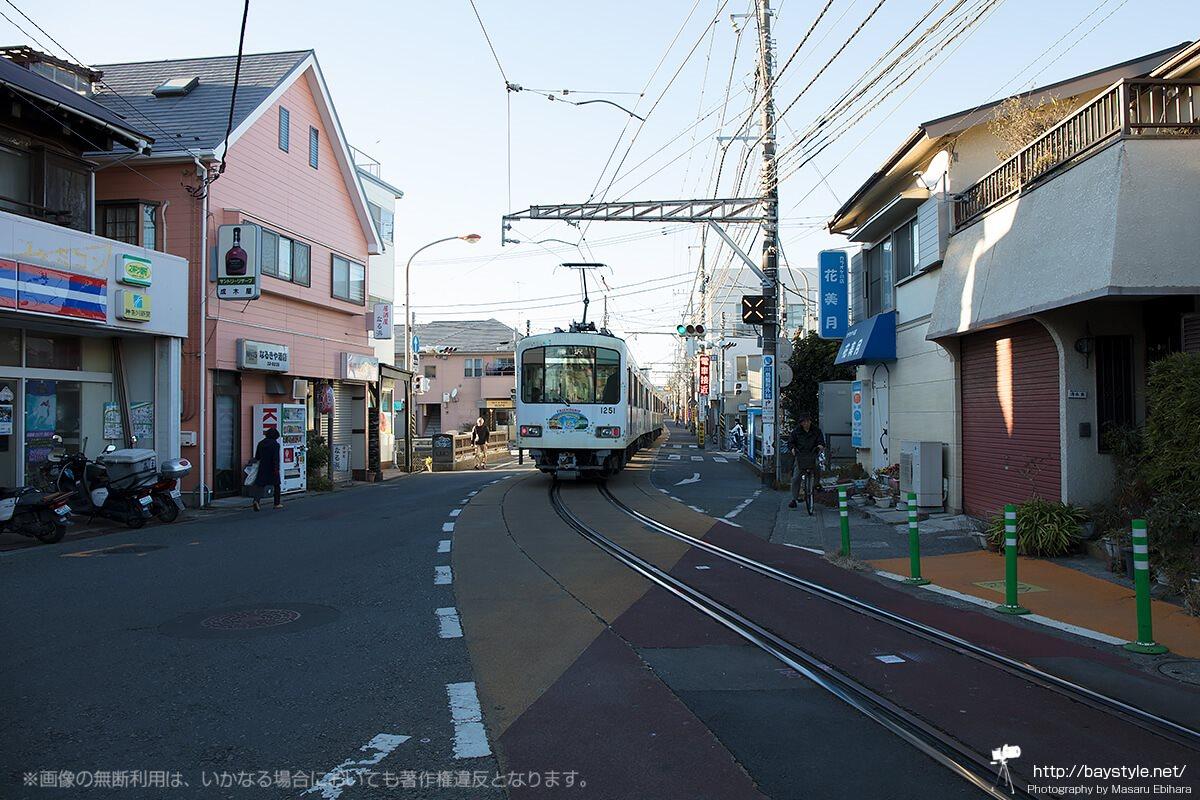 路面を走る江ノ電