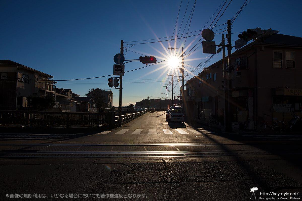 神戸橋の交差点から見る2017年1月16日15時44分の太陽