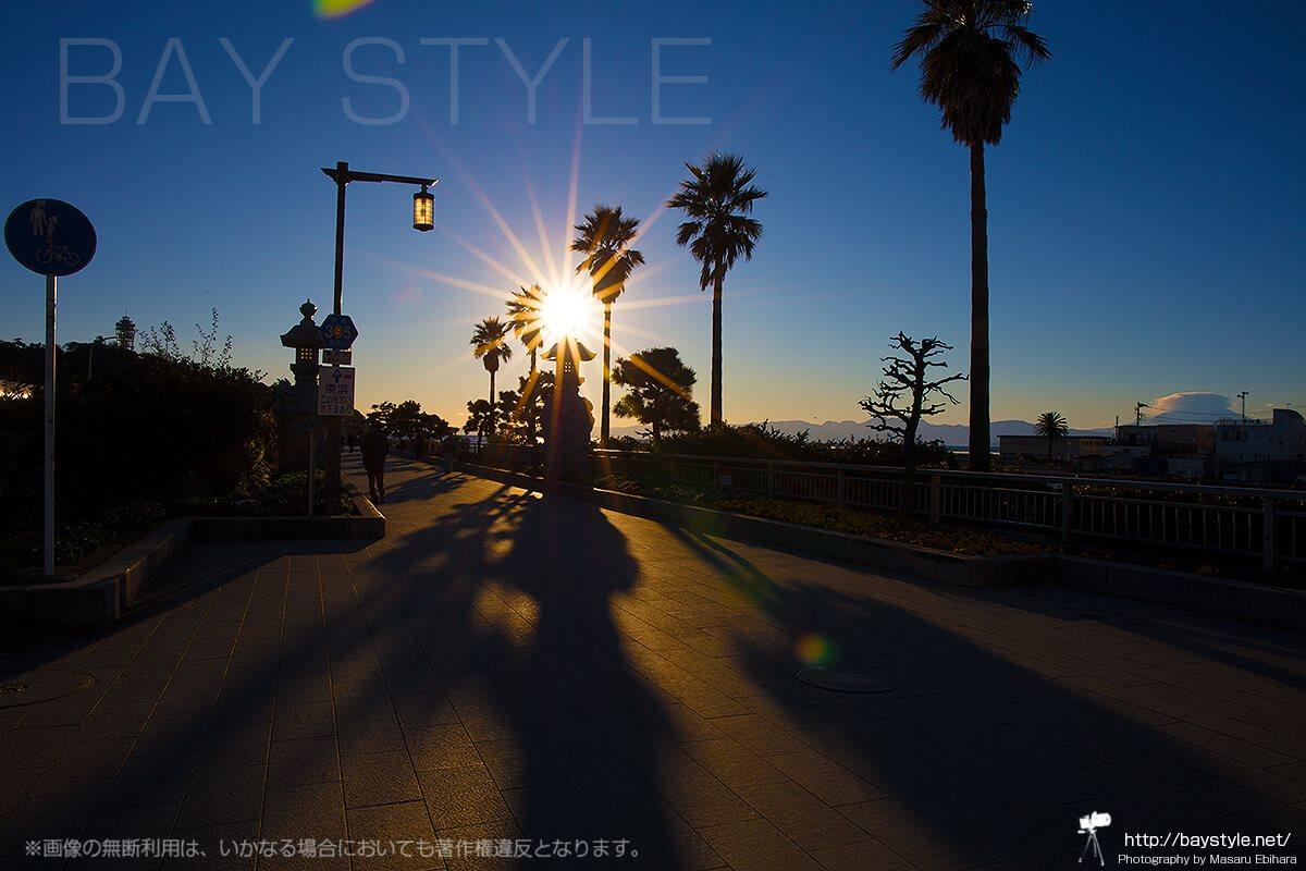 江ノ島大橋入口付近の夕日