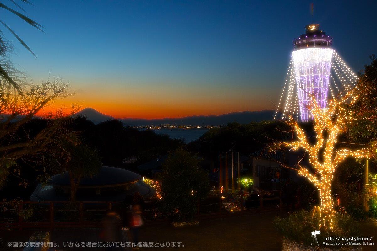 「iL CHIANTI CAFE 江の島」の目の前から眺める夕暮れ