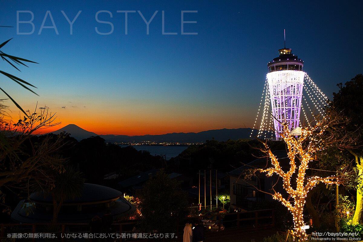 マジックアワーの江ノ島からの眺めとイルミネーション
