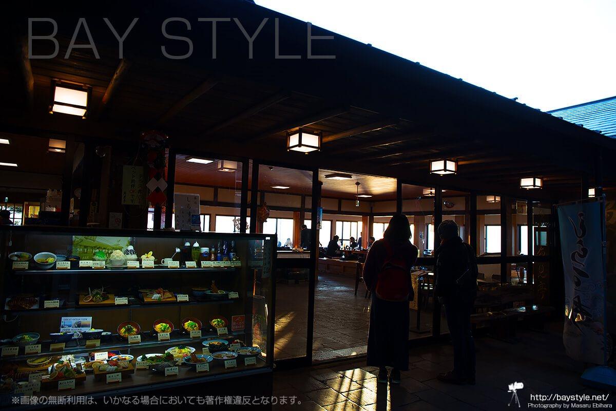 テラス席からの眺めが素晴らしい創業140年以上の老舗「魚見亭」