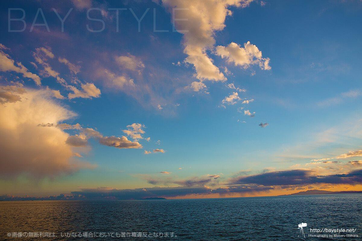 逗子マリーナから夕暮れ時の伊豆大島