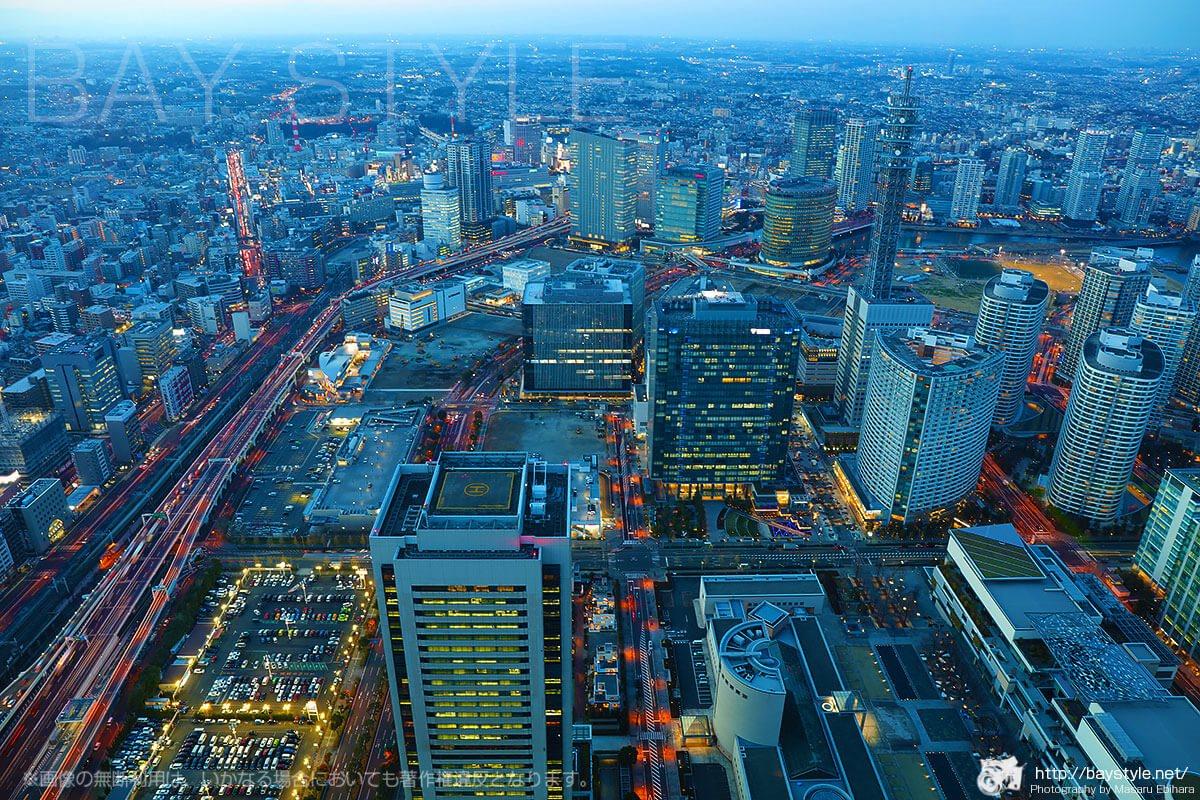 マジックアワーに突入した横浜駅方面の景色
