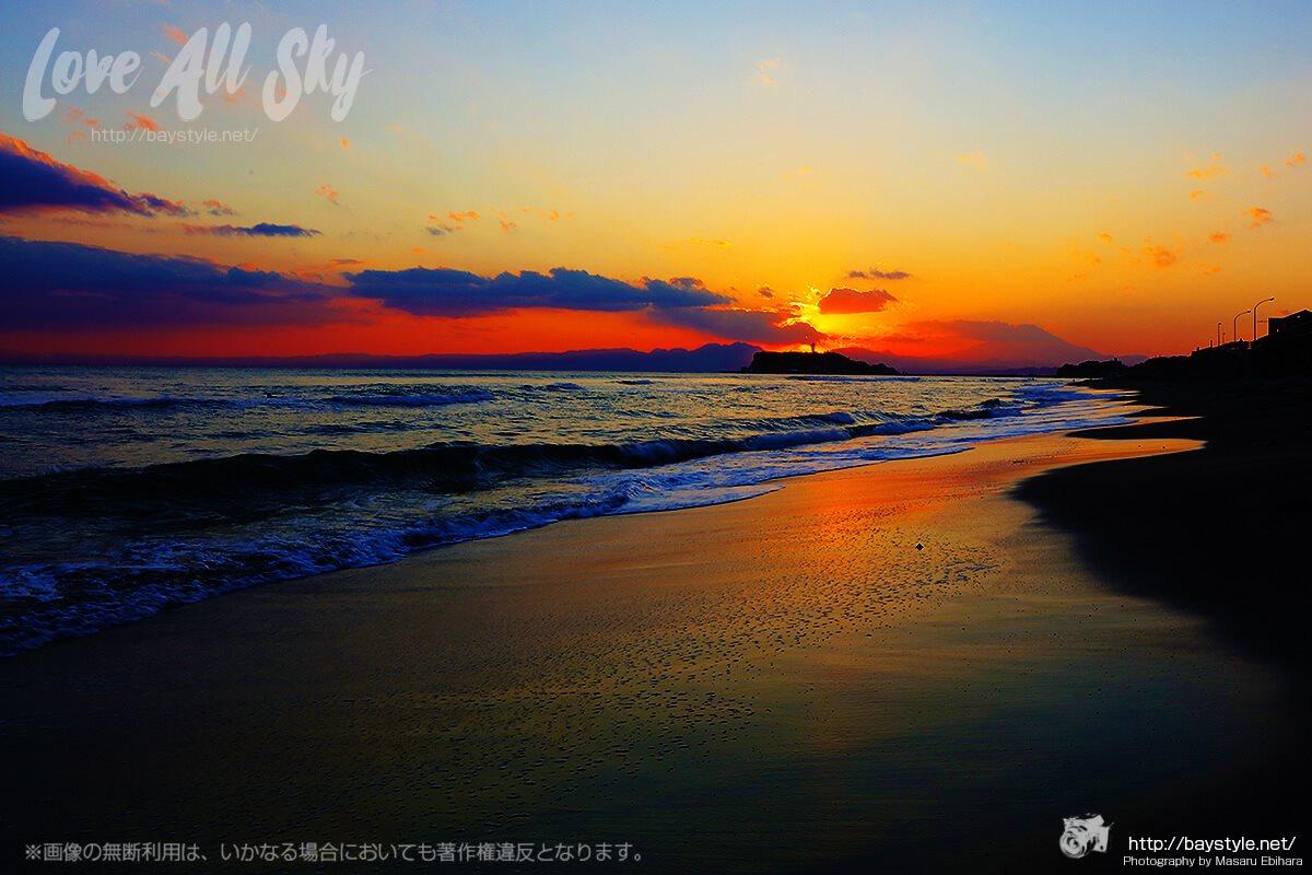稲村ケ崎から眺めた夕日と江の島