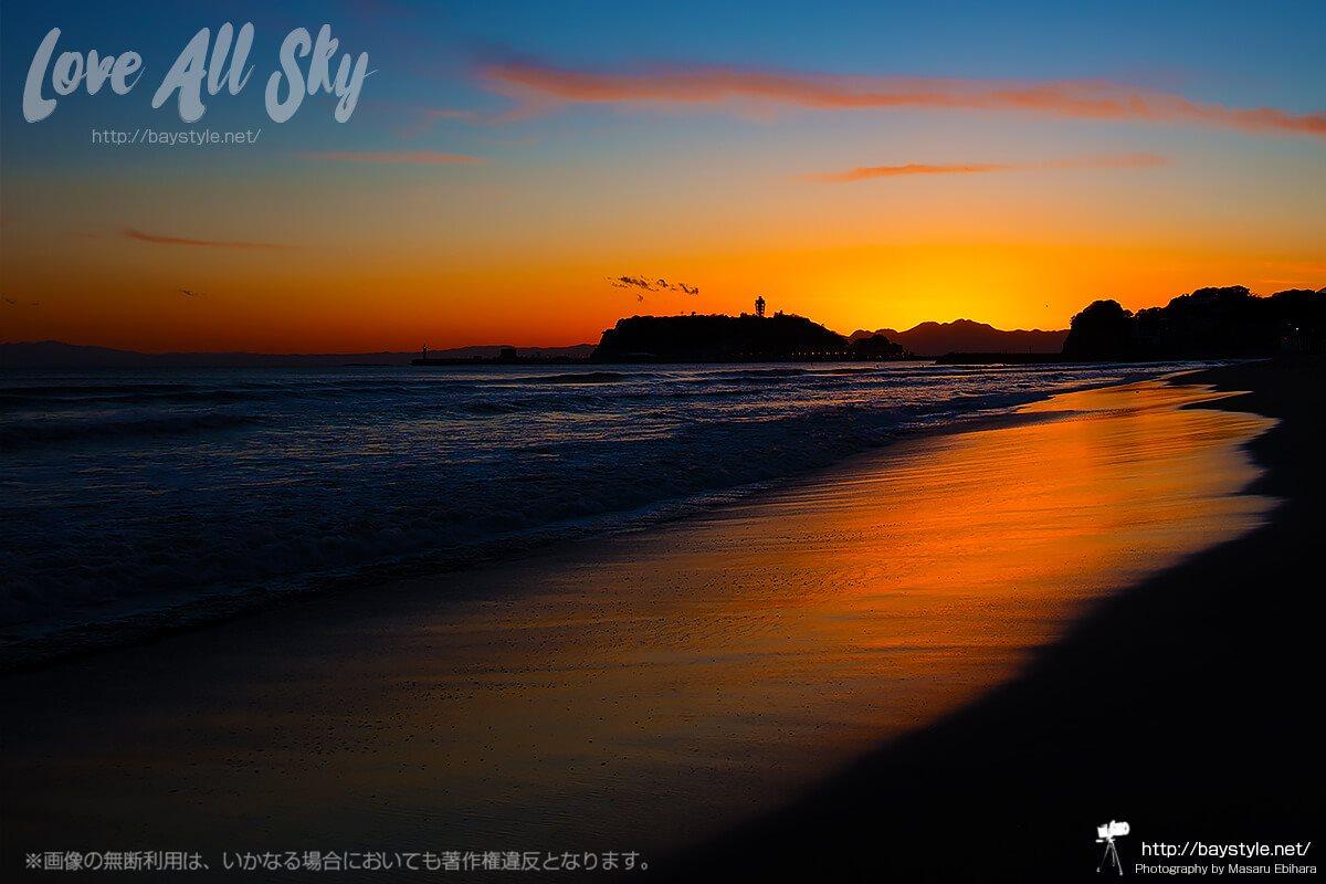 鎌倉七里ヶ浜からの夕日と江ノ島