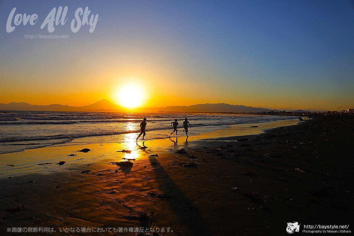 片瀬西浜海水浴場からの夕日