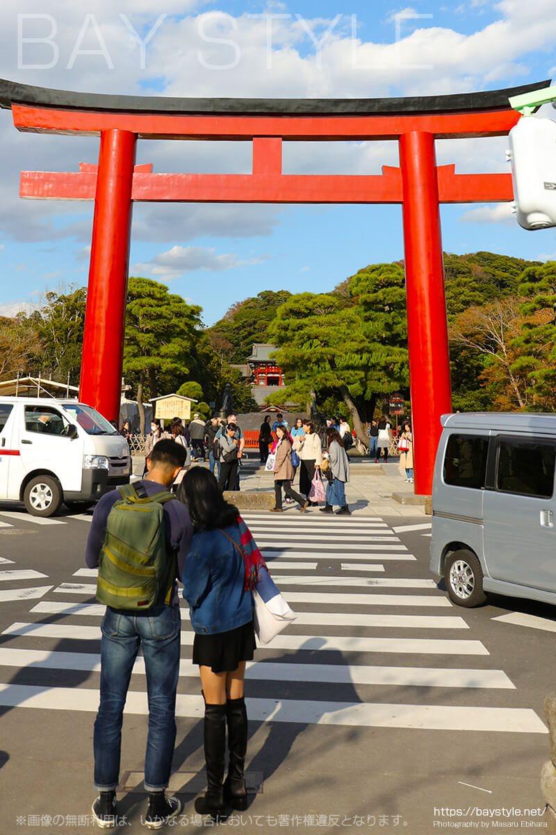 鶴岡八幡宮境内への入口