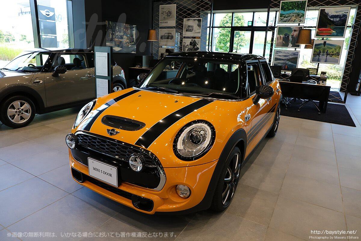 MINI新車展示コーナー