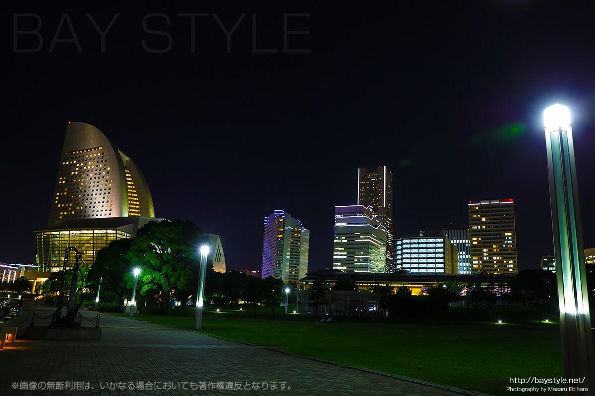 臨港パークから望む横浜グランドインターコンチネンタルホテルの夜景
