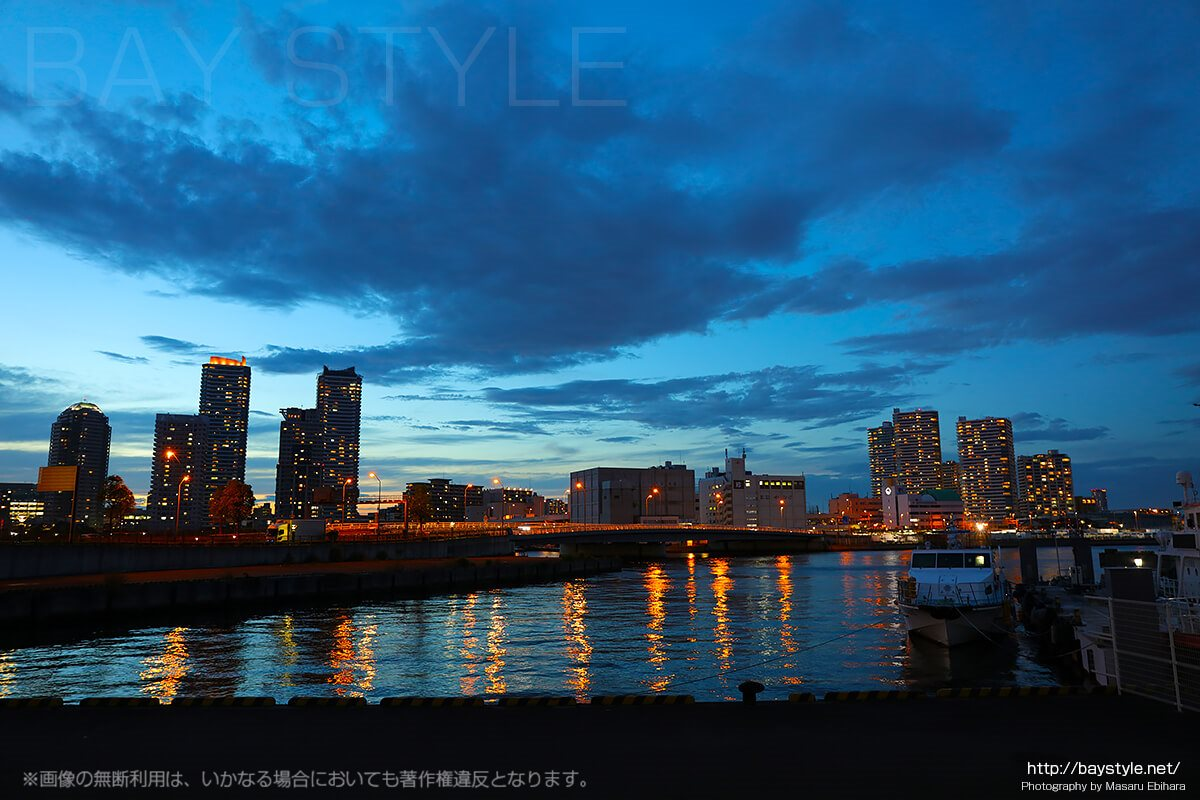ホテルビスタプレミオ横浜付近から眺めた横浜駅東口方面の夕暮れ