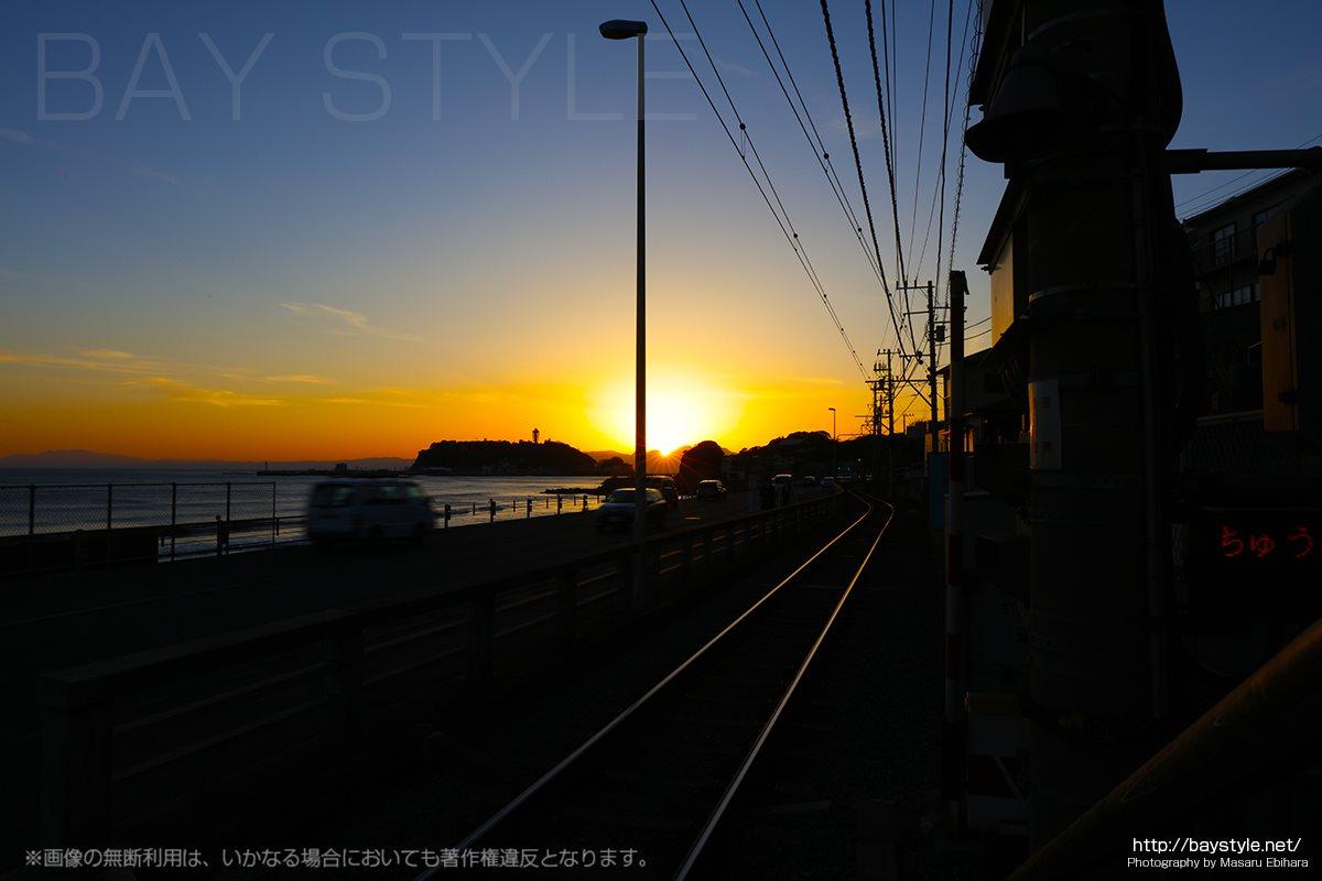 鎌倉高校前駅から撮影した夕日