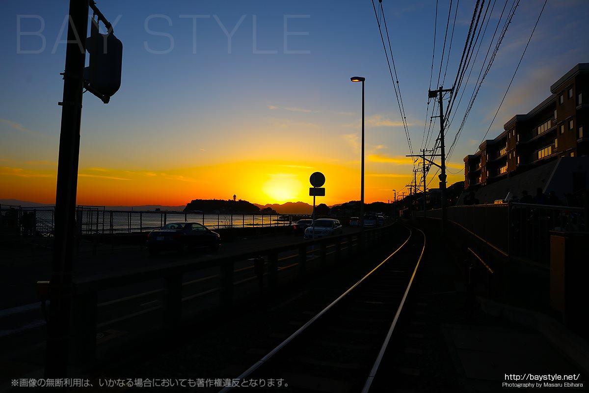 鎌倉高校前駅から撮影した日没後の感動的な夕焼け空