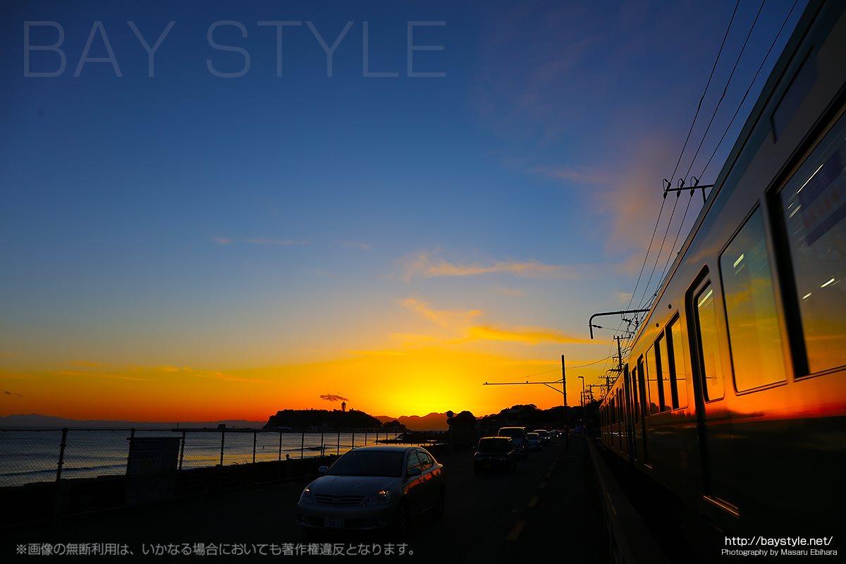 鎌倉高校前駅から撮影した日没後の夕焼け空