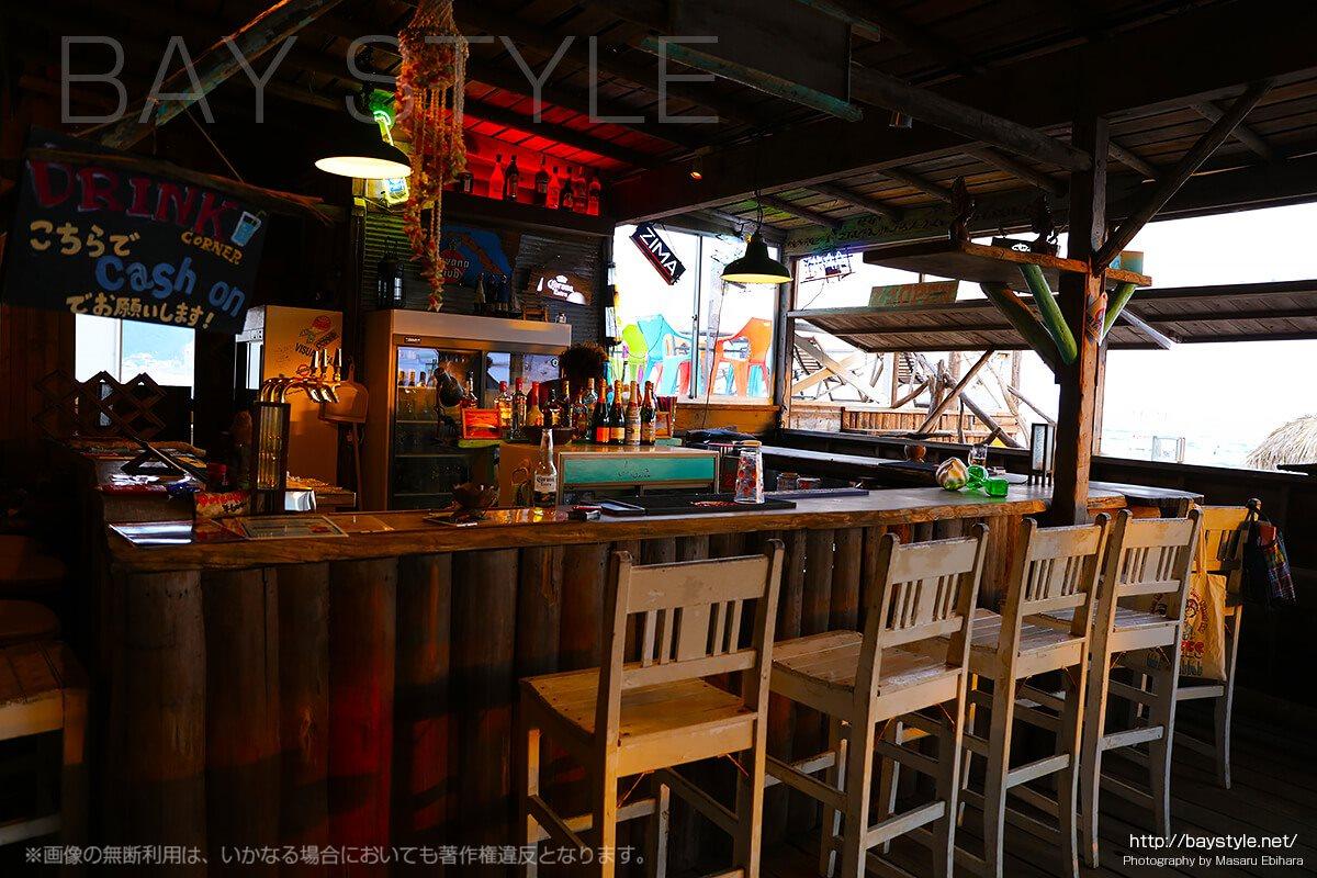 海の家の老舗「Asia」のおしゃれなビーチバー