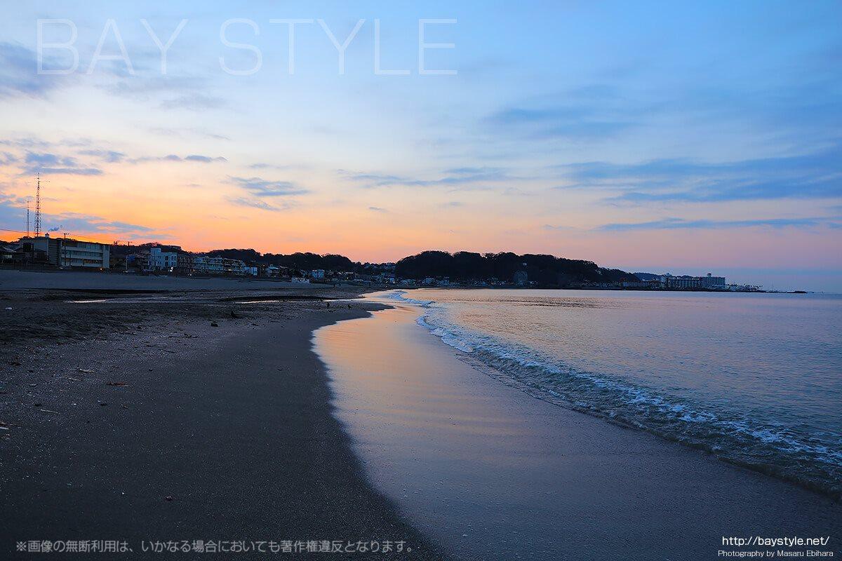 由比ヶ浜の日の出前