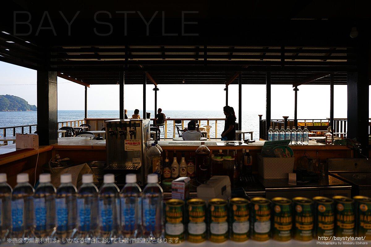 「琉球GARDEN」から望む西浜のビーチ