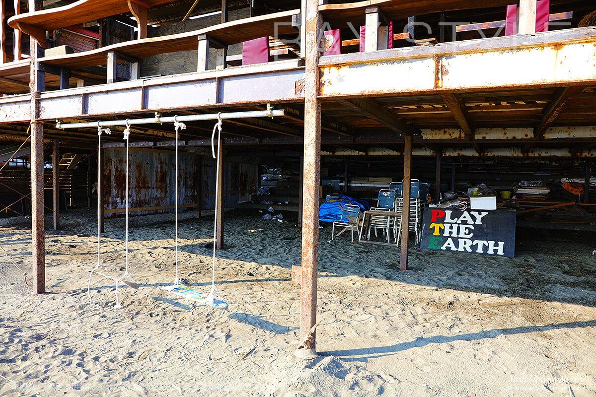 「PLAY THE EARTH」ビーチ側に設置されているブランコ