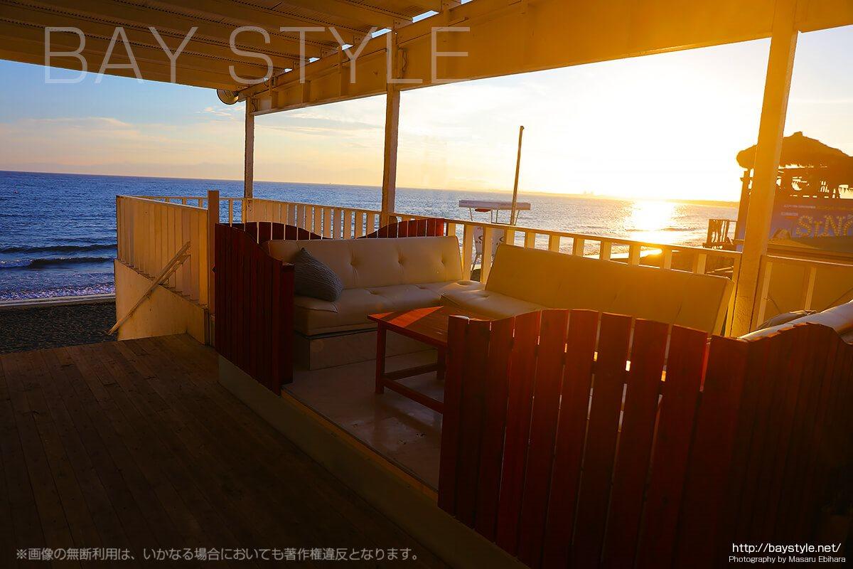 片瀬西浜海水浴場の海の家の雰囲気