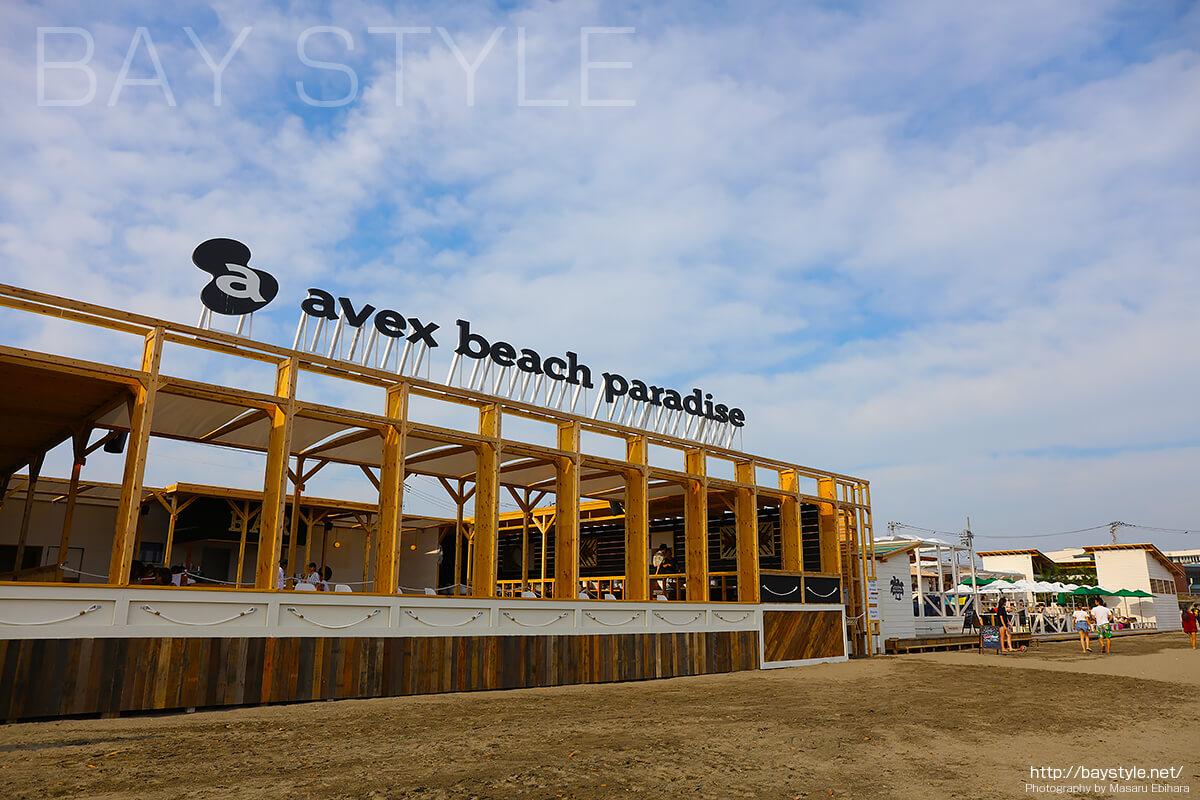 エイベックスビーチパラダイス、鎌倉由比ヶ浜の昼と夜の姿