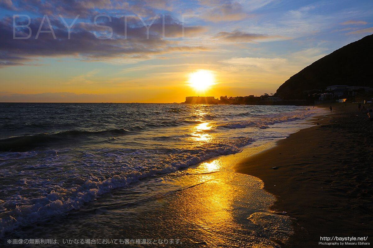 葉山一色海水浴場の夕暮れ
