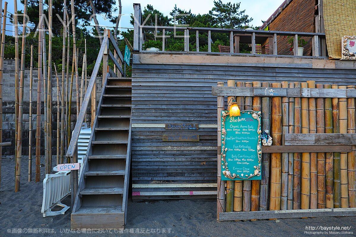 葉山一色海水浴場の海の家「Blue Moon」スパ入り口