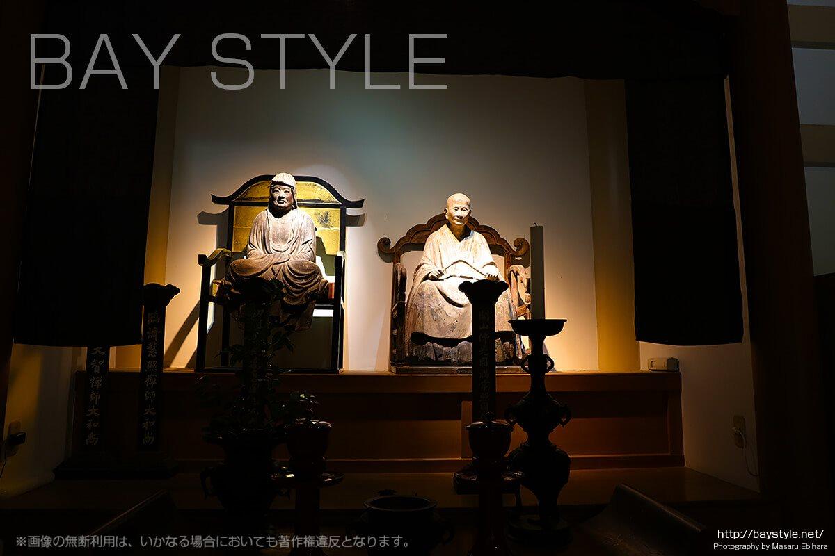 無学祖元禅師坐像、達磨大師坐像