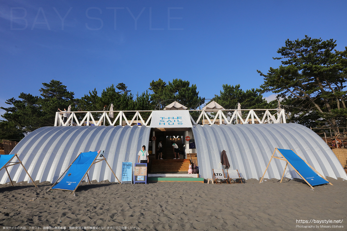 THE SAIL HUS(ザ セイル ハウス)、ヘリーハンセンとコラボレーションした葉山一色海水浴場の海の家