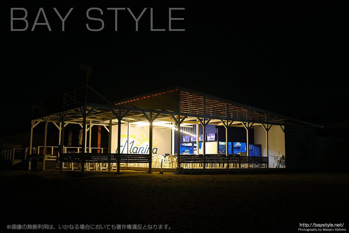 夜のナナナマリーナ海の家