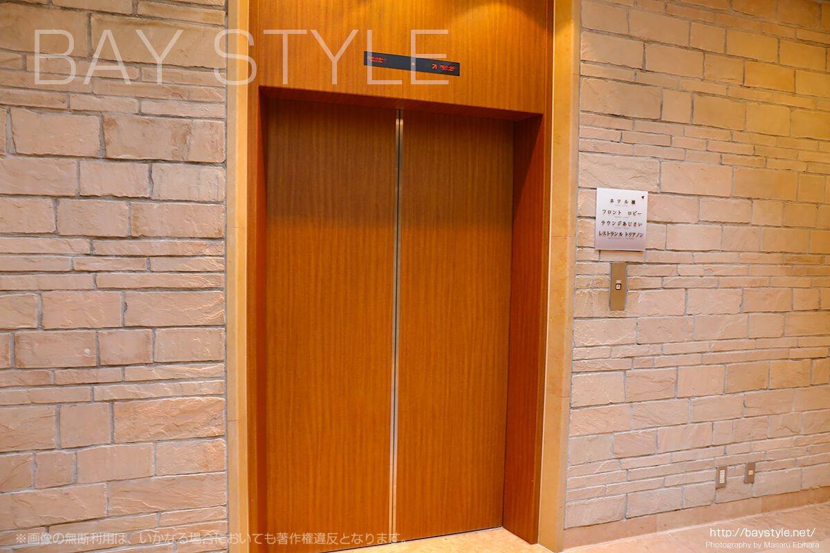 七里ヶ浜バンケットホールから鎌倉プリンスホテルへ向かうエレベーター