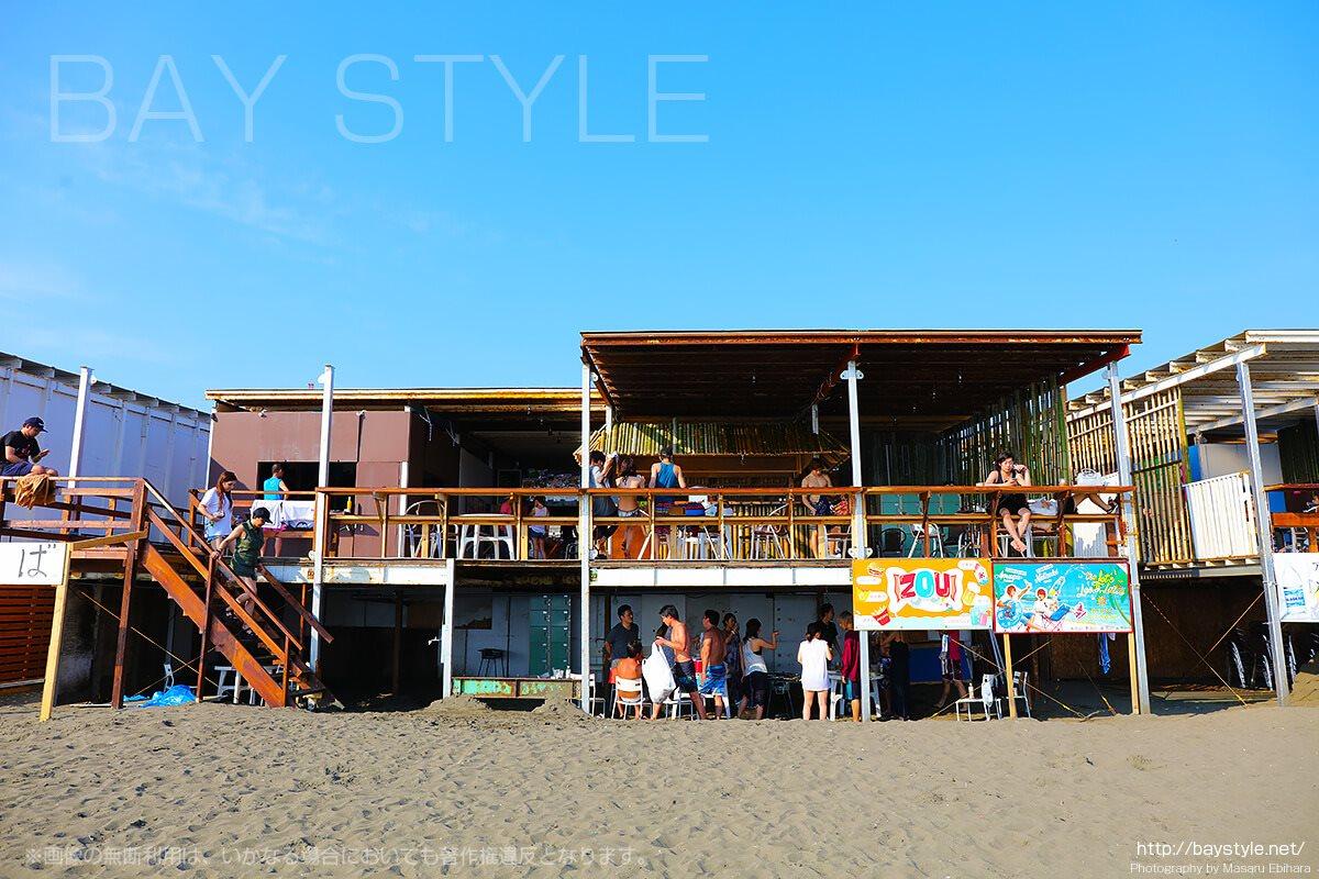 「湘南きんぐ&TOKYO POP」海側海の家入り口