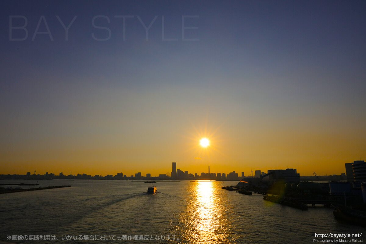 大黒大橋から眺めるみなとみらいの夕暮れ