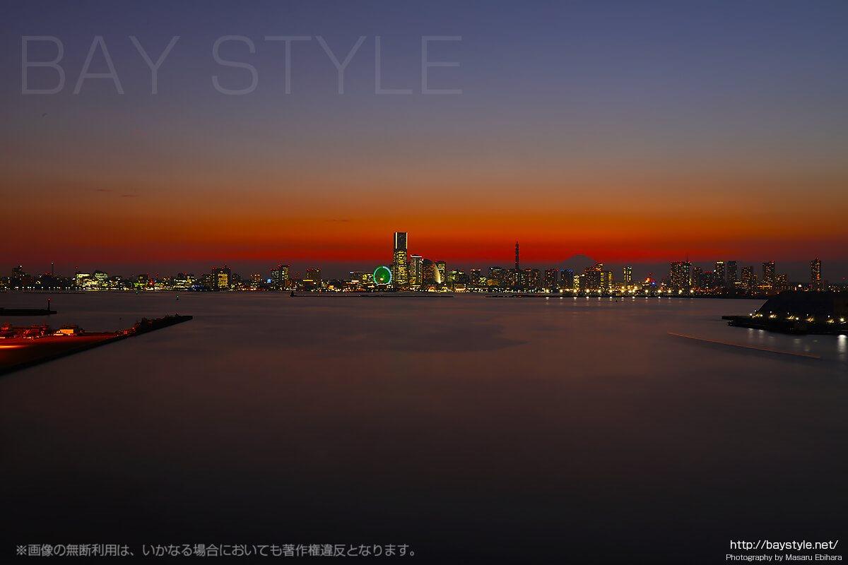 大黒大橋からのみなとみらいの夜景
