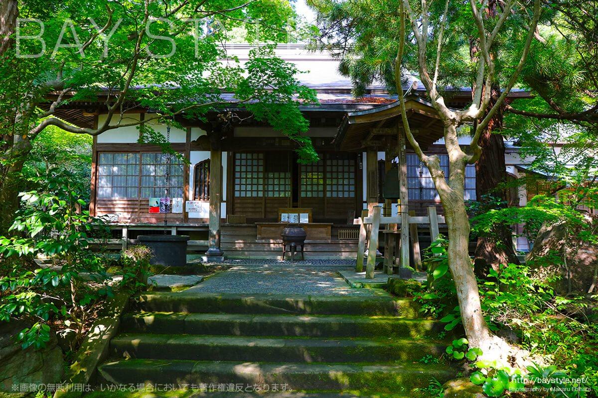 覚園寺の御堂