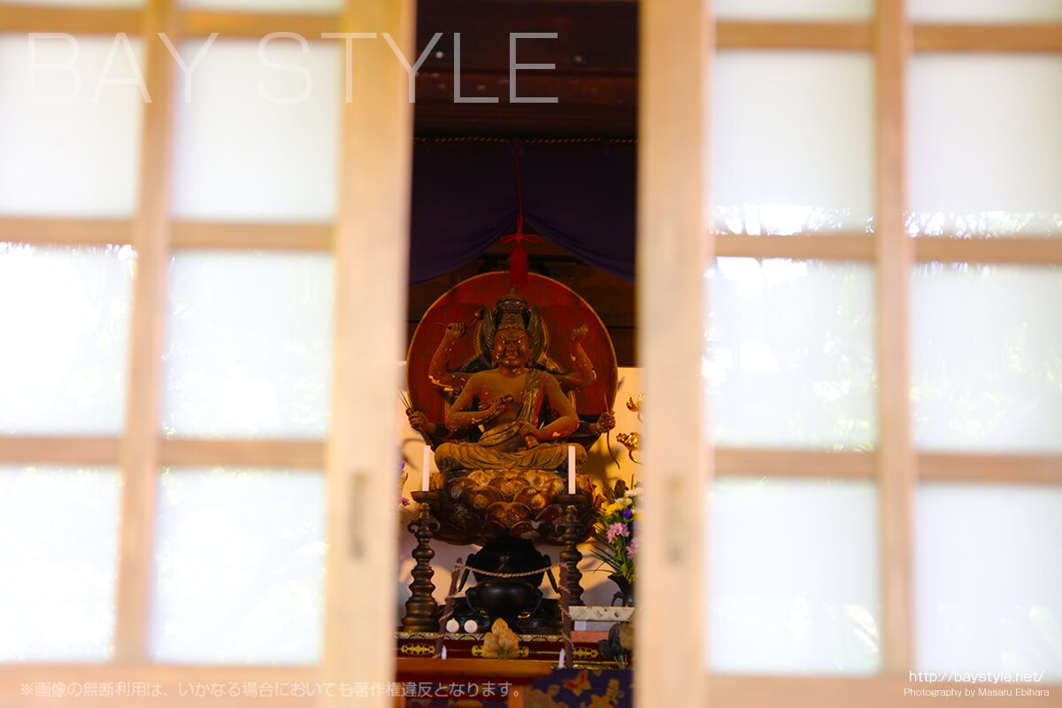 覚園寺の御堂正面に祀られている愛染明王