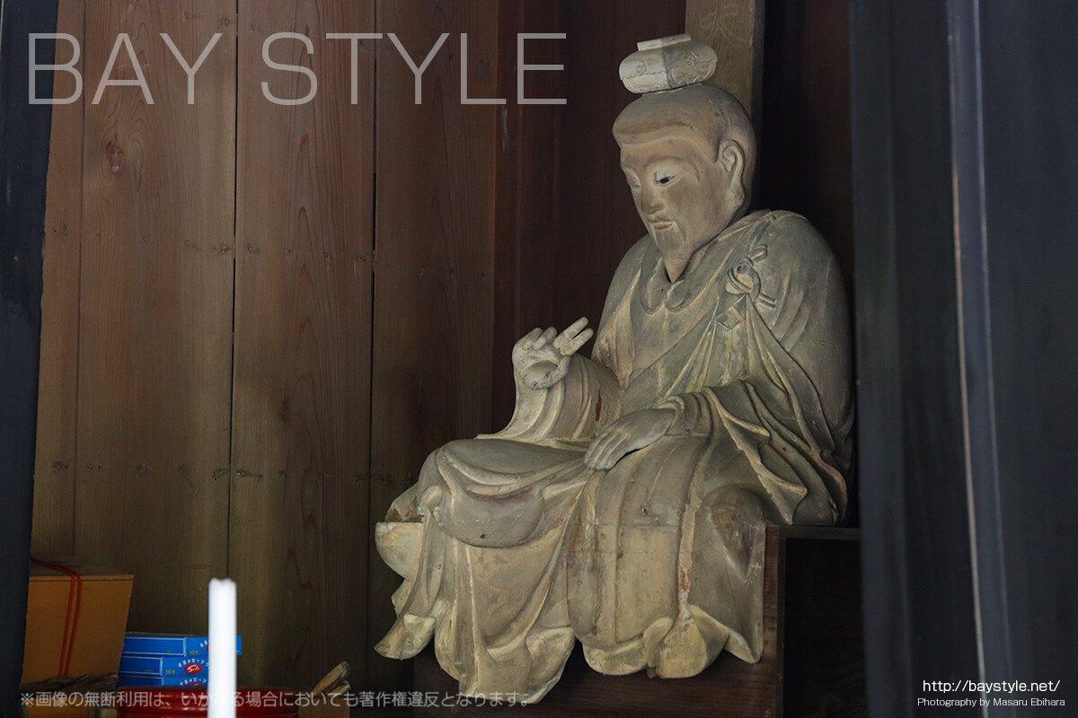 建長寺仏殿内部に祀られる仏像