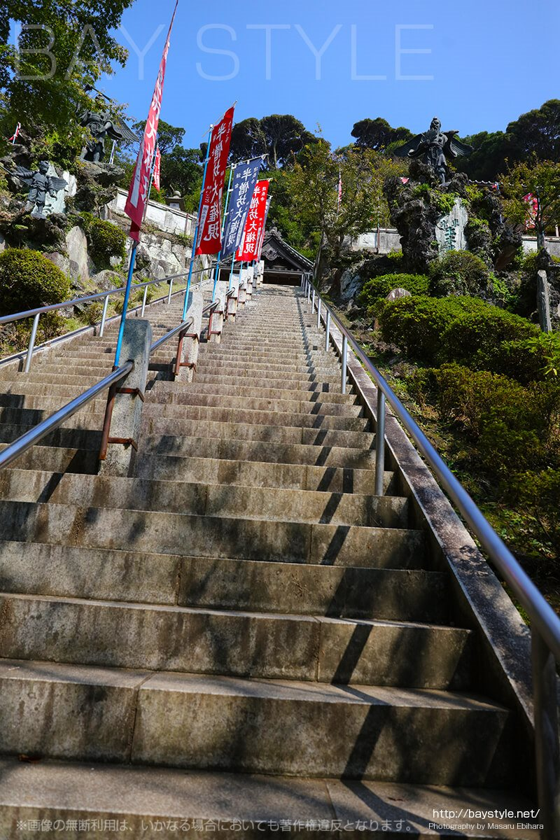 半僧坊大権現へと向う急勾配な階段