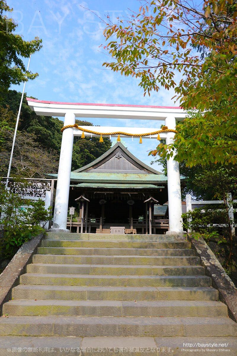 鎌倉宮の拝殿前の鳥居