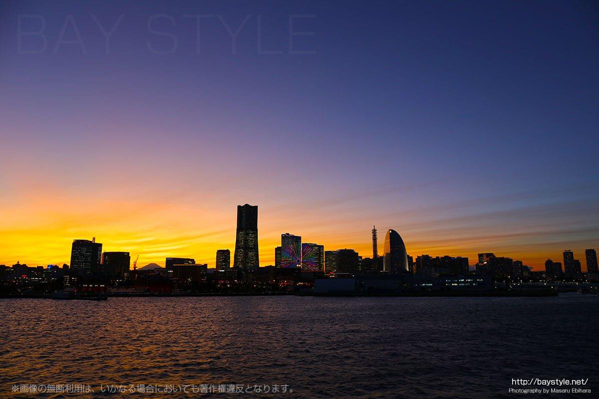 横浜大さん橋の夕暮れ