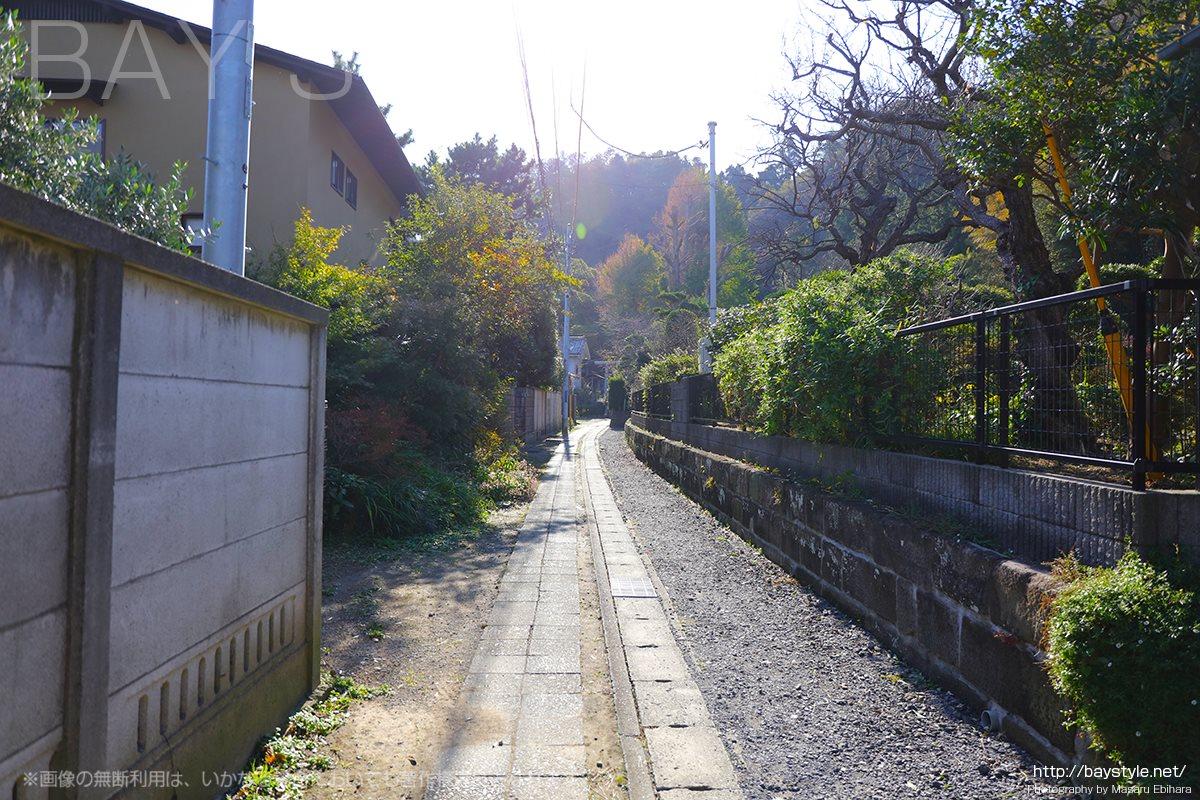 長谷寺から御霊神社へ続く細い道